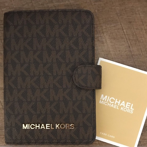 a52435148473 Michael Kors Jet Set Travel Passport Case